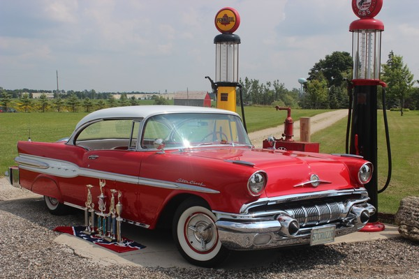1957-Pontiac-Star-Chief-001
