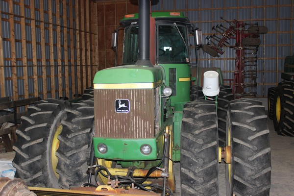 2015-bksuperauction-fa-jd-8640-tractor-001
