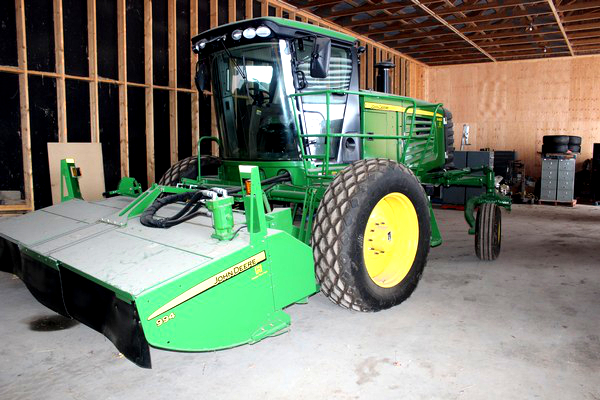 2015-bksuperauction-fa-jd-r450-windrower-944-rotary-003