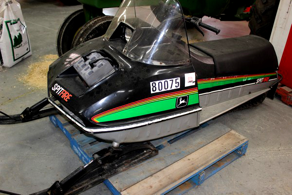 2015-bksuperauction-fa-jd-spitfire-snowmobile-001