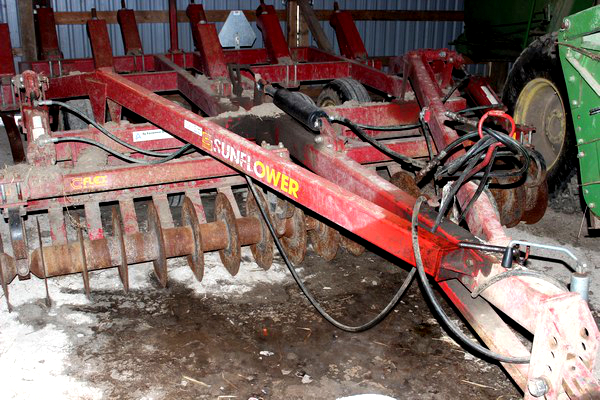 2015-bksuperauction-fa-sunflower-chisel-plow-001