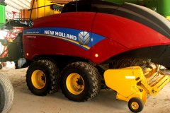 2015-bksuperauction-fa-new-holland-330-bigbailer-001.jpg