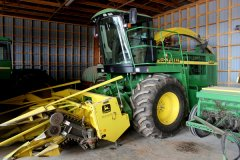 2015-bksuperauction-fa-jd-6850-forage-harvester-001.jpg