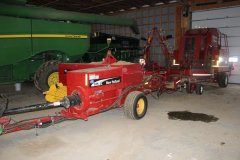 2015-bksuperauction-fa-new-holland-525-sq-bailer-002.jpg