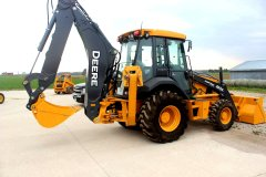 2015-bksuperauction-fa-nortrax-loader-001.jpg